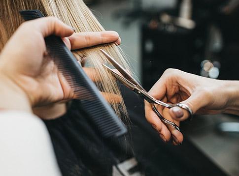 Coupe de cheveux pour femme à Peypin